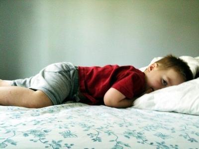5. Meski Sudah Pipis Sebelum Tidur, Anak Tetap Mengompol di Tempat Tidur