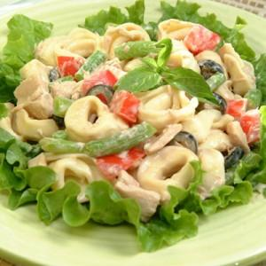 2. Vegetables Salad with chicken and cheese