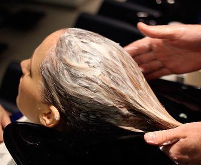 Inilah Perbedaan Creambath, Hair Spa, dan Hair Mask