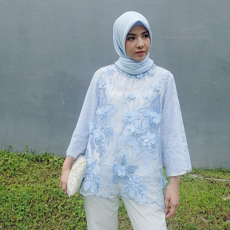 Tak Melulu Pakai Dress Dan Rok Intip Inspirasi Style Kondangan