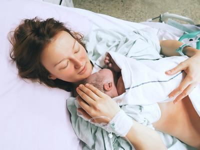 Ini 4 'Peraturan' Penting Saat Mengunjungi Bayi Baru Lahir