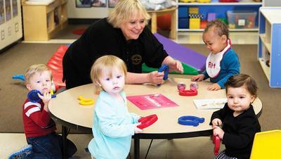Apa Saja Positif dan Negatifnya Menitipkan Anak di Daycare?