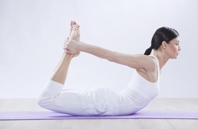 Hanya dengan Gerakan Yoga Simple Ini, Payudaramu Bisa Kencang dan Naik!