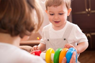 2. Bekerja untuk Membeli Makanan, Pakaian dan Mainan untuk Anak