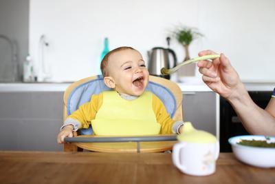 Ingin Membeli Alat Makan Bayi? Ini Rekomendasi Merek yang Berkualitas, Moms!