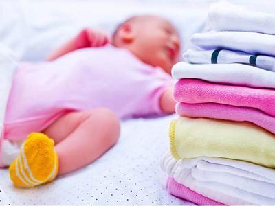 Kulit Bayi Baru Lahir Memang Sensitif, Perhatikan Cara Merawatnya Yuk Moms
