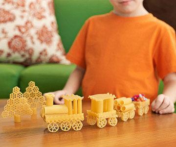 Wow! Tak Perlu Mahal, Latih Kreativitas dengan DIY Mainan Anak dari Pasta Ini!
