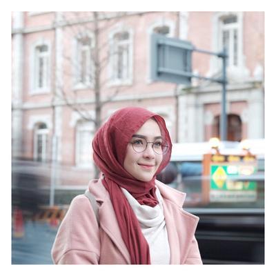 Dijamin Nyaman, 3 Bahan Hijab Ini Harus Ada di Lemari!