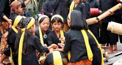 Moms, Ajarkan Si Kecil Permainan Anak Tradisional dari Sunda Berikut Ini, Yuk!