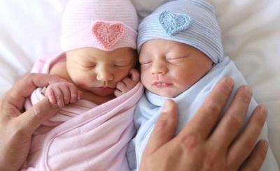 8 Inspirasi Nama Bayi Kembar Indah untuk Laki-laki dan Perempuan