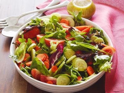 Mengkonsumsi Sayuran dan Buah-Buahan