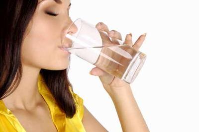 Jalani Pola Hidup Sehat dengan Minum Air Putih yang Cukup