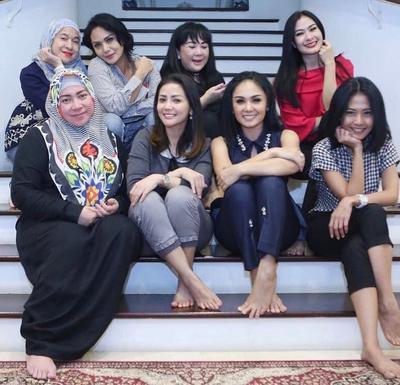 Duh! Geng Sosialita Artis Indonesia Ini Benar-benar Bikin Iri Banget, Moms