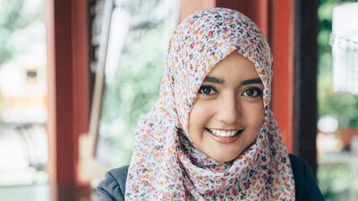 Dari Bulat Hingga Persegi, Ini Model Hijab yang Cocok Sesuai Bentuk Wajah Moms