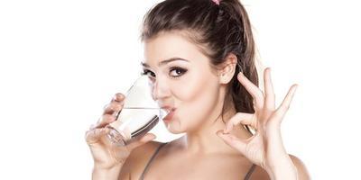 Berat Badan Turun Efektif dengan Diet Air Putih Tanpa Olahraga