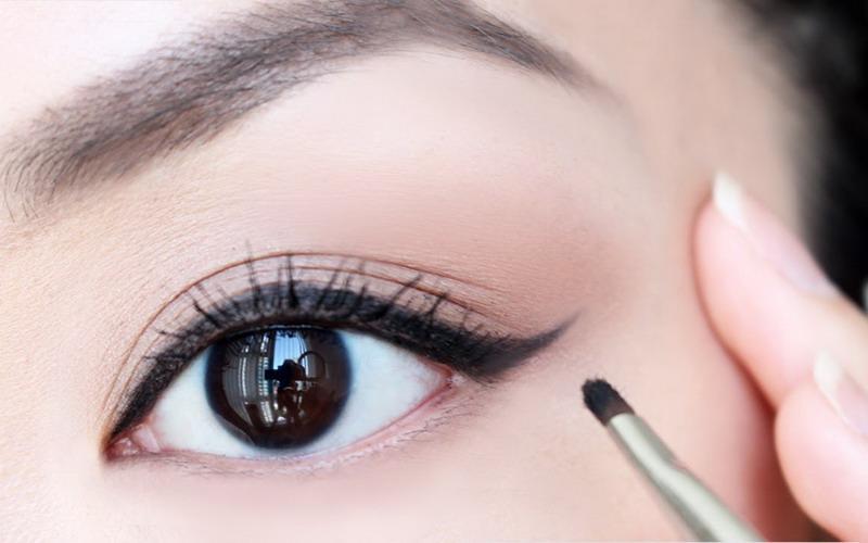 Image result for tampil dengan eyeliner menakjubkan