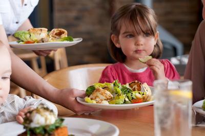 Moms, Ini Dia Rekomendasi Restoran Keluarga yang Ramah Anak di Depok
