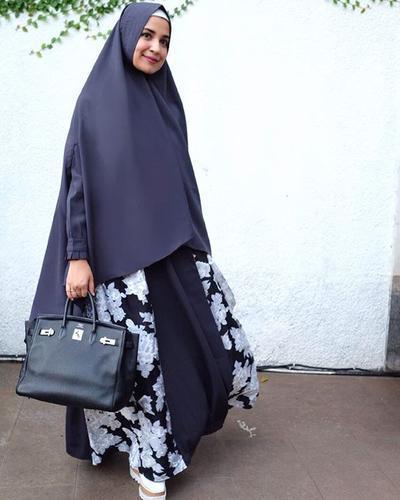 Inspirasi Style Hijab Syar'i Shireen Sungkar