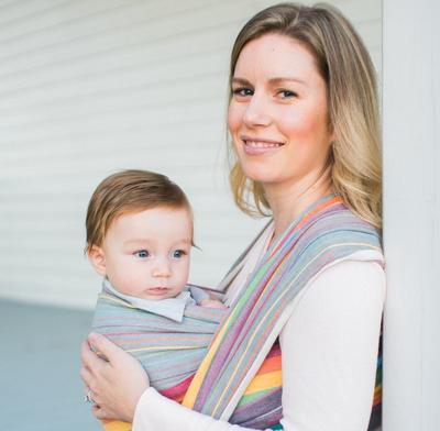 Wah! Ternyata, Ini Perbedaan Gendongan Bayi di Depan dan Belakang