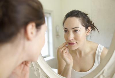 #FORUM Dandan atau tidak? Pakai lipstick atau tidak? Saat berduaan dengan pasangan?