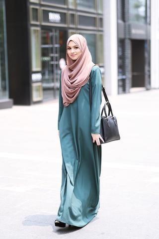 Inspirasi Model Gamis Muslimah Syar'i Polos yang Cocok dan Modern untuk Dipakai Kondangan