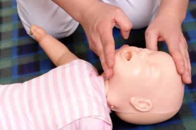 4. Bantuan Napas Buatan (CPR)