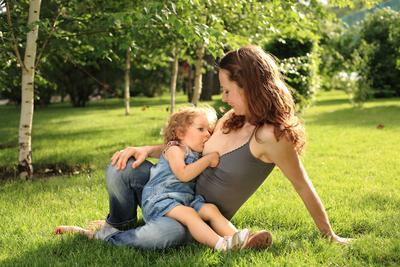 Moms Wajib Tahu, Ini Lho Manfaat Menyusui Sampai Anak Berusia 1 Tahun