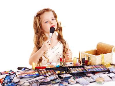 Duh Moms, Ini Dampaknya Jika Anak Sering Bermain Makeup!