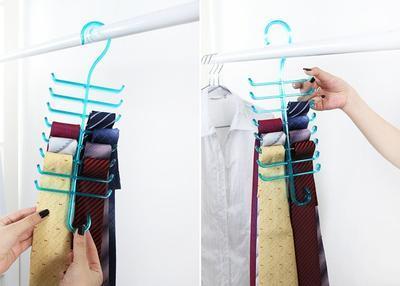 Menggunakan Gantungan Dasi