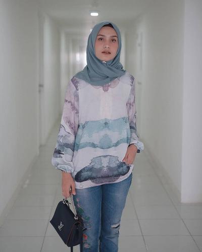 Motif-motif Atasan Hijab Ini Lagi Populer dan Banyak Dicari Para Hijabers, Lho!