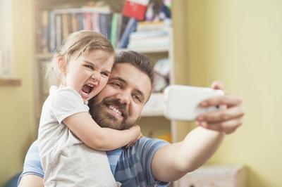 Sama-Sama Penting! Ini Dia Perbedaan Pola Pengasuhan Ayah & Ibu untuk Tumbuh Kembang Anak