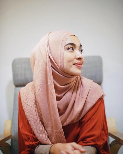 Terlihat Semakin Cantik, Deretan Artis Indonesia Ini Memutuskan untuk Berhijab di Tahun 2018!