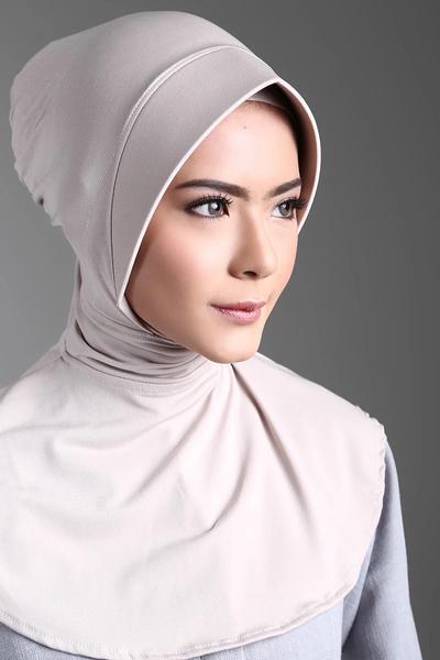 Jangan Langsung Bete, Ini Cara Praktis Menghilangkan Lipatan Bekas Setrika Pada Hijab