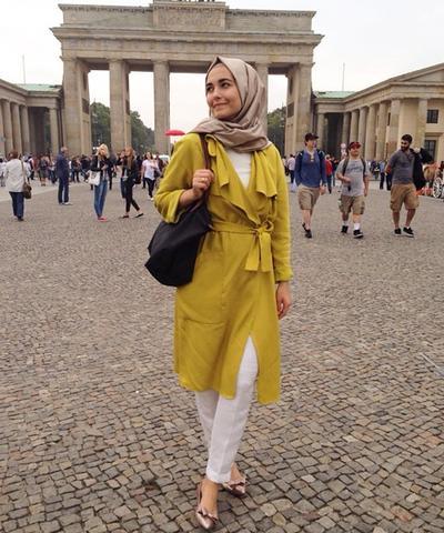 Ingin Tampil Cantik Dengan Baju Warna Kuning Tanpa Terlihat Norak