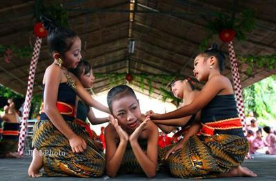 Moms Berasal dari Jawa Tengah? Ajari Anak Permainan Tradisionalnya Yuk!