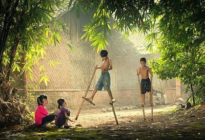 Egrang, Permainan Tradisional dari Bambu yang Miliki Banyak Nama