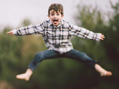 4 Hal yang Wajib Diketahui Orang Tua dalam Membesarkan & Mendidik Anak ADHD