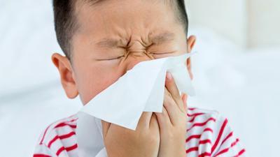 Perhatikan, Moms! Lakukan 4 Hal Ini Agar Si Kecil Aman dari Alergi Debu
