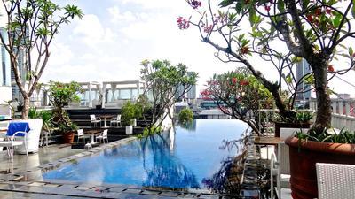 7 Rekomendasi Restoran Outdoor Keren di Jakarta yang Bagus & Seru untuk Makan Keluarga