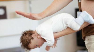 Jangan Panik, Moms! Lakukan Hal Ini Jika Si Kecil Tersedak