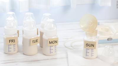 Menyimpan ASI Perah, Lebih Baik di Botol atau Kantong Khusus ASIP?