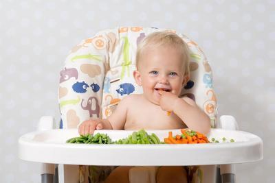 Moms, Perhatikan Tips Berikut untuk Memilih Finger Food untuk Cemilan Bayi