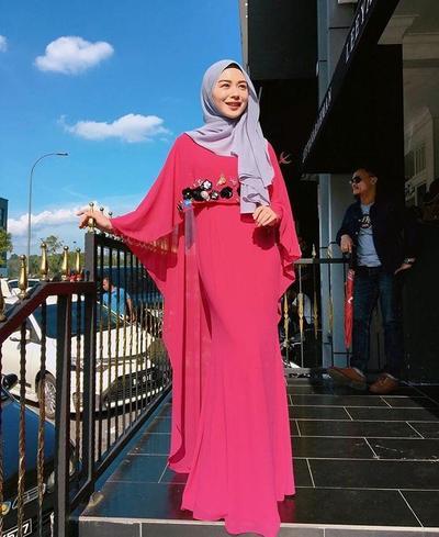 Padu Padan Hijab dengan Kaftan Atau Gamis Ala Ayana Moon