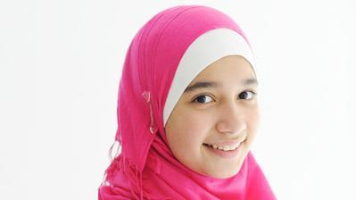 Mau Mengenakan Hijab pada Anak? Ini 5 Cara Memilih Bahan Hijab yang Tepat untuk Anak!