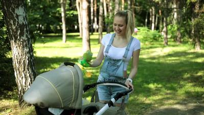 4. Jalan-Jalan dengan Stroller
