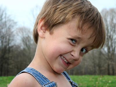 Yuk, Kenali Sindrom Tourette yang Bikin Anak Melakukan Gerakan Berulang-ulang!