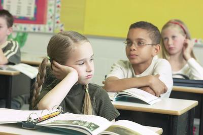 Anak Sulit Membaca dan Menulis? Waspada Disleksia, Cari Tahu Gejalanya!