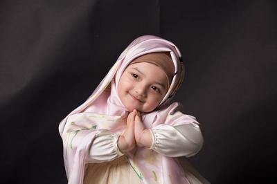 Deretan Foto Anak Artis saat Mengenakan Hijab, Cantik dan Makin Lucu!
