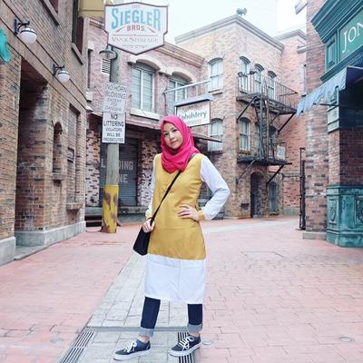 Rekomendasi Atasan Tunik Hijab dari Para Selebritis Ini Bisa Jadi Inspirasi Kamu Lho Moms!