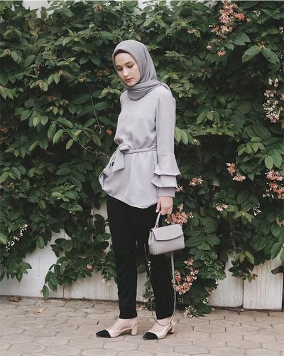 Bakalan Makin Jadi Tren di Tahun Ini, Fashion Tunik Hijab Ini Harus Kamu Coba!